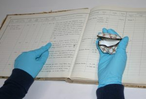 Vérification de l'inscription d'un objet dans le registre d'inventaire.